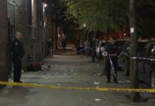 صورة مسلح يرتدي قناع هالوين يطلق النار على شخصين في مانهاتن