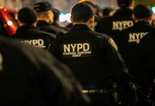 صورة بالفيديو.. اتهام شرطيين بدس مخدرات في سيارة مراهق أسود في نيويورك