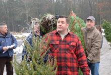 صورة جيش نيويورك يساعد في نقل أشجار الكريسماس للقواعد العسكرية الأمريكية حول العالم