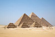 صورة فضيحة مدوية في مصر..سائح دنماركي ينشر فيلم جنسي من فوق الأهرامات (فيديو)