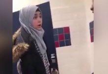صورة بالفيديو.. طالبة أمريكية تعتدي على لاجئة سورية في حمام مدرسة