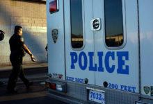 صورة شرطة نيويورك تقتل رجلا عاريا حاول الاستيلاء على سلاح ضابط