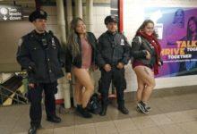صورة بالصور.. ركاب المترو في نيويورك يحتفلون باليوم العالمي لخلع السروال رغم برودة الطقس