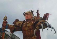 صورة بالفيديو.. دمية ترامب الإمبراطور تثير الرعب في إيطاليا