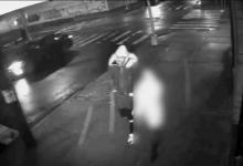 صورة ابحث مع الشرطة عن رجل سرق سيدة واغتصبها في كوينز