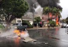 صورة بالفيديو .. قتلى ومصابين إثر سقوط طائرة في منطقة سكنية بكاليفورنيا