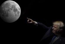 """صورة ترامب يوقع على تشريع يسمح بإنشاء """"قوة الفضاء"""" كفرع تابع للجيش الأمريكي"""