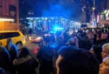 صورة بالفيديو.. حريق هائل يتسبب في تعطيل خطوط المترو وإلغاء عرض مسرحي في نيويورك