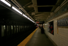 صورة رائحة غامضة تصيب الركاب والعمال بالإعياء في محطة مترو بنيويورك