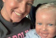 صورة طاقم طائرة أمريكية تطرد مسافرة وإبنها بسبب لون بشرتيهما .. والشركة ترد