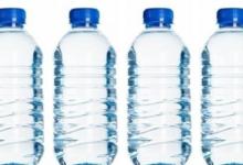 صورة هل تسبب عبوات المياه البلاستيكية السرطان؟