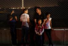 صورة قاضٍ أمريكي يأمر بإعادة آلاف من أبناء المهاجرين إلى ذويهم