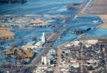 صورة بالفيديو والصور.. مياه الفيضانات تغمر ولاية نبراسكا