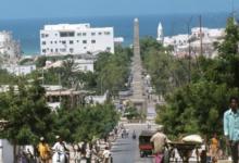 صورة انفجاران كبيران يضربان الصومال
