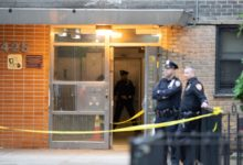 صورة طعن 3 أشخاص داخل مبنى سكني في مانهاتن