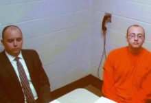 صورة قاتل أمريكي يواجه عائلة ضحاياة.. والدفاع : موكلي مريض
