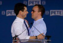 """صورة مرشح مثلي للرئاسة: زوجي سيكون """"سيد"""" أمريكا الأول وسأؤجل مسألة الإنجاب"""