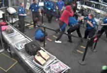 صورة بالفيديو.. معركة عنيفة عند جهاز التفتيش بمطار أريزونا
