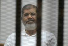 صورة وفاة الرئيس المصري الأسبق محمد مرسي في القفص أثناء جلسة محاكمته