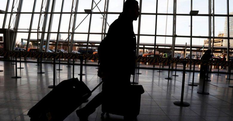 صورة أمريكا تعتزم منع الزوار الأجانب غير الملقحين من دخول البلاد