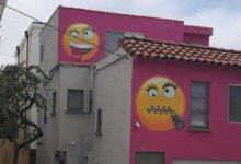 صورة منزل الإيموجي في كاليفورنيا.. سيدة تكيد جيرانها بطريقة حديثة