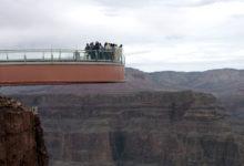 صورة السلطات الأمريكية تبحث عن جثة رجل قفز من جسر ارتفاعه 800 قدم
