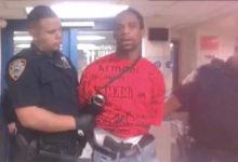 صورة في واقعة مخالفة للقانون.. الشرطة تترك مسدس بحوزة رجل مقبوض عليه في برونكس