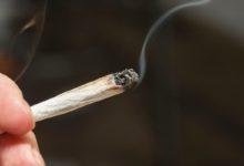 صورة فصل معلم أمريكي من الخدمة لتدخينه الماريجوانا في الفصل
