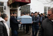 صورة المئات يشيعون جثمان فتاة تعرضت للدهس من سيارة قمامة بكوينز