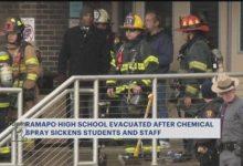 صورة إخلاء مدرسة ثانوية في نيويورك بعد إصابة 20 طالب بضيق في التنفس (فيديو)