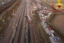 صورة مصرع 2 وإصابة 27 في خروج قطار سريع عن مساره بإيطاليا