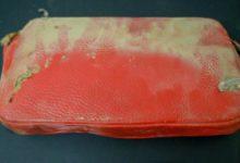 صورة صور.. اكتشاف محفظة ضائعة منذ عام 1957 داخل حائط مدرسة بولاية أوهايو