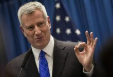 صورة دي بلاسيو يعلن عن برنامج «تبريد نيويورك» لتركيب 74 ألف تكييف للمسنين منخفضي الدخل
