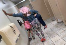 صورة العقاب بالرياضة.. أم تعاقب ابنها بتمرينة ضغط 10 مرات داخل حمام عام فى تكساس