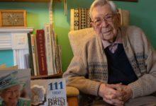 صورة البريطانى «بوب ويتون» يحصل على لقب أكبر رجل فى العالم بعد وفاة اليابانى واتانابى