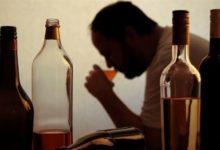 صورة وفاة 100 على الأقل جراء تناولهم مشروبات كحولية سامة فى الهند