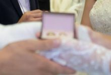 صورة بسبب كورونا.. الشرطة الجزائرية تحجر على عروسين قبل «تبادل الخواتم» (فيديو)