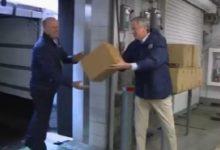 صورة عمدة نيويورك يتسلم 250 ألف كمامة من الأمم المتحدة لمكافحة كورونا (فيديو)