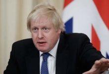 صورة رئيس وزراء بريطانيا بوريس جونسون يغادر المستشفى ويشكر طاقم الأطباء « أنا مدين لكم بحياتى»