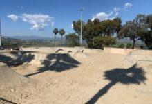 صورة متنزه للتزلج بكاليفورنيا يغطى أرضه بأطنان من الرمال لإبعاد المتزلجين بسبب كورونا