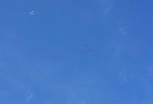 صورة بالفيديو.. طائرة ترفع شريط النصر فوق شيكاغو بمناسبة الذكرى الـ75 للحرب العالمية الثانية