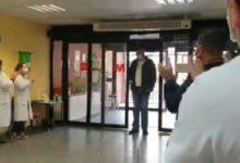 صورة سائق تاكسى بإسبانيا ينقل مرضى كورونا للمستشفيات مجانا ومكأفاة غير متوقعة (فيديو)
