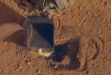 صورة مسبار ناسا يتمكن من حفر سطح المريخ بعد أشهر من العوائق