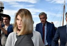 صورة ممثلة أمريكية وزوجها يعترفان بالذنب بتهمة الاحتيال