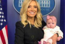 صورة بالصور.. المتحدثة الجديدة بإسم ترامب ورضيعتها فى أول ظهور لها بالبيت الأبيض