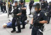 صورة استقالة 57 ضابطا فى نيويورك احتجاجا على معاقبة زملائهم بسبب دفع مسن
