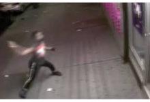 صورة بالفيديو.. لصوص مراهقون يقتحمون متجر «تي موبيل» ببروكلين