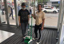صورة بالصور.. سكان برونكس يجتمعون لتنظيف الشوارع من مخلفات الاحتجاجات