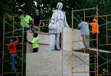 صورة فيلادلفيا تسعى لإزالة تمثال كريستوفر كولومبوس من ماركونى بلازا بسبب احتجاجات ضد العنصرية