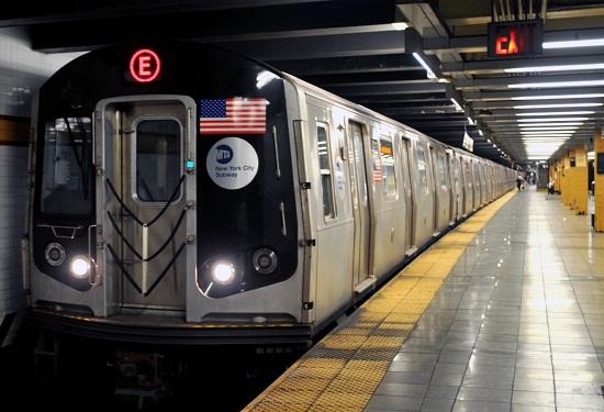 صورة إطلاق غازات غير سامة داخل مترو أنفاق نيويورك لتتبع الأعمال الإرهابية